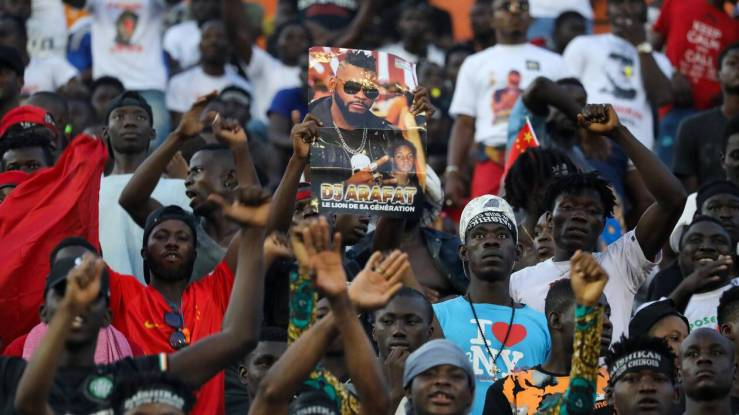 Fans react during a tribute ceremony for DJ Arafat in Abidjan